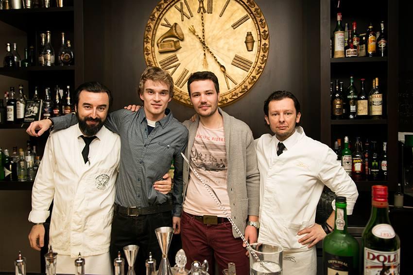 Stanislav Vadrna - ambassador Nikka whisky pre EU (vľavo) a Ľuboš Rácz majiteľ Záhir coffee & drinks Nitra (vpravo)